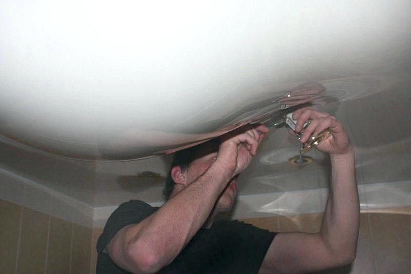 залили соседи натяжной потолок
